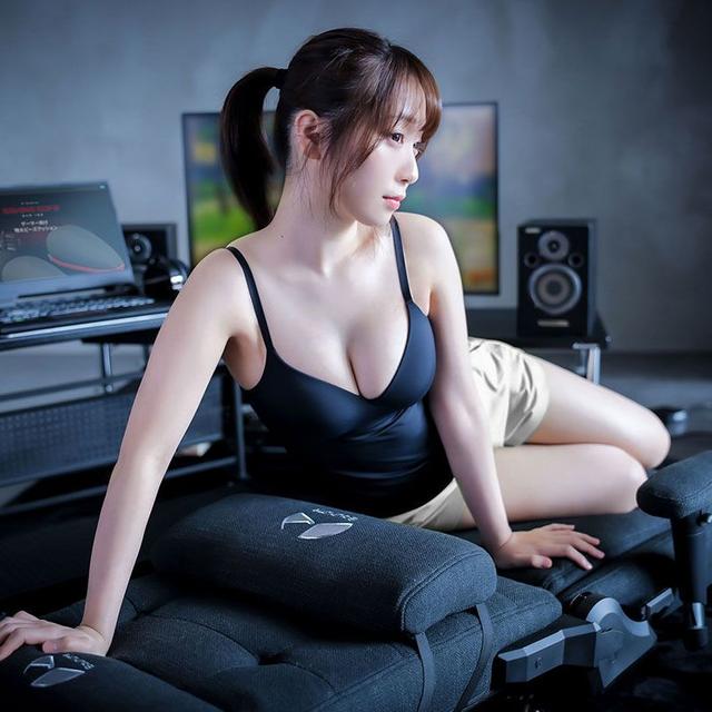伊織萌代言的「遊戲沙發椅」 Image