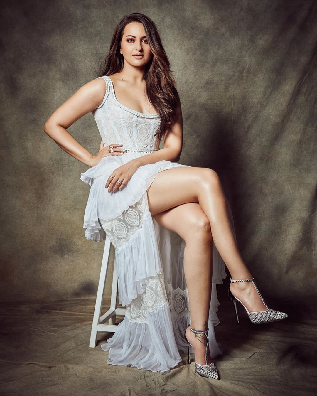Sonakshi-Sinha-Wallpapers-Insta-Fit-Bio-6