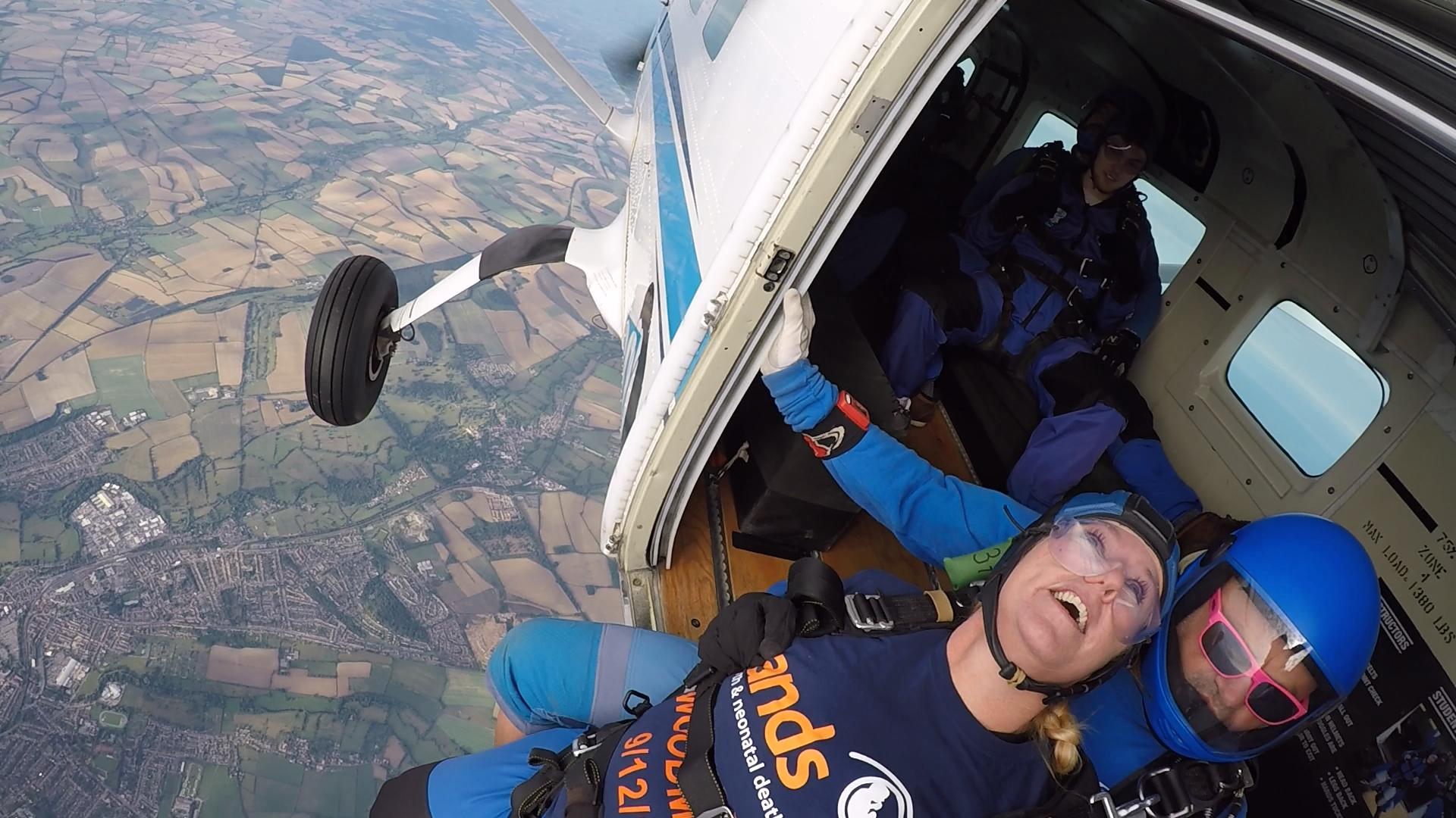 Samantha-Bail-Darren-Bail-and-Aimee-Faulkner-took-part-in-a-skydive-5-002