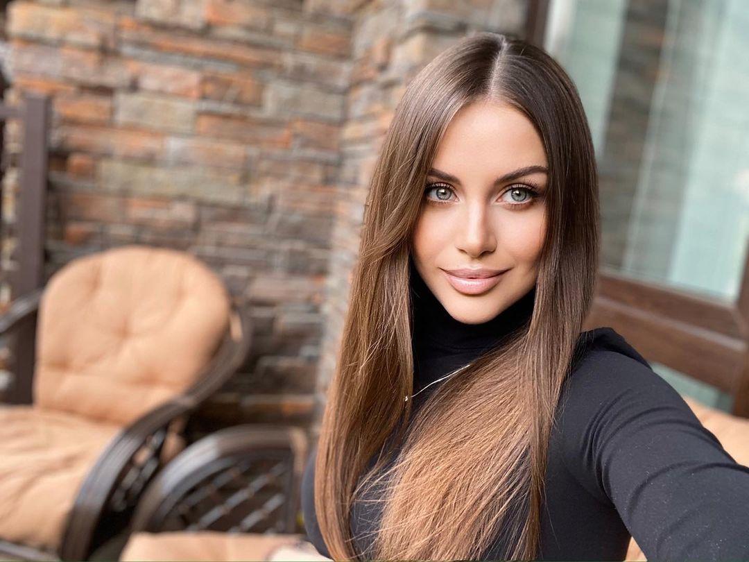 Alena-Gogoleva-Wallpapers-Insta-Fit-Bio-1