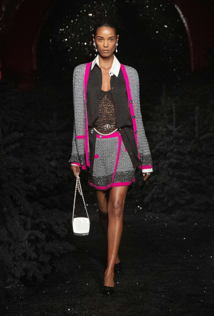 sys-master-content-hea-h28-9173633105950look-045-fall-winter-2021-22-chanel-show