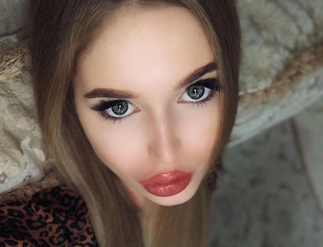 Angelina-Samokhina-Wallpapers-Insta-Fit-Bio-8
