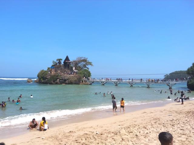 Pantai Balekambang, Pantai Paling Terkenal di Malang Raya
