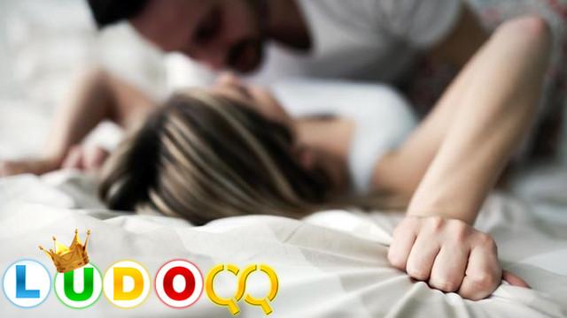 5 Cara Jaga Keintiman Seks Tetap Sepanas Bulan Madu