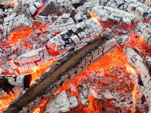 горящие угли