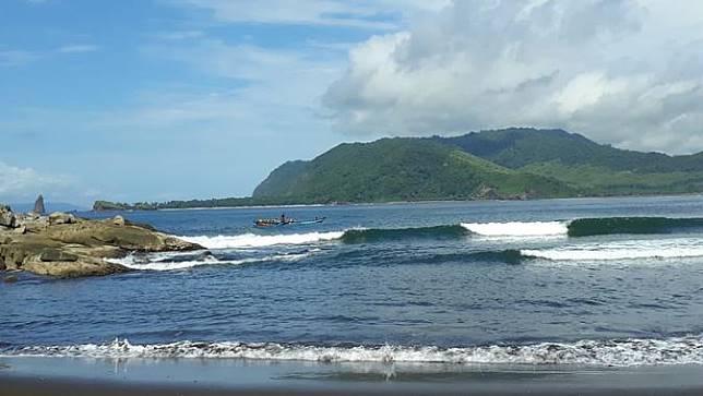Keindahan dan Misteri Berpadu di Pantai Selatan Jember
