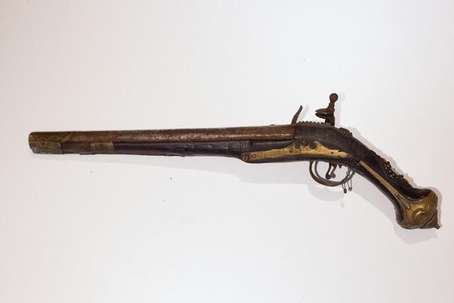 Une idée ? Ancien pistolet silex IMG-8594-Modifier-Modifier