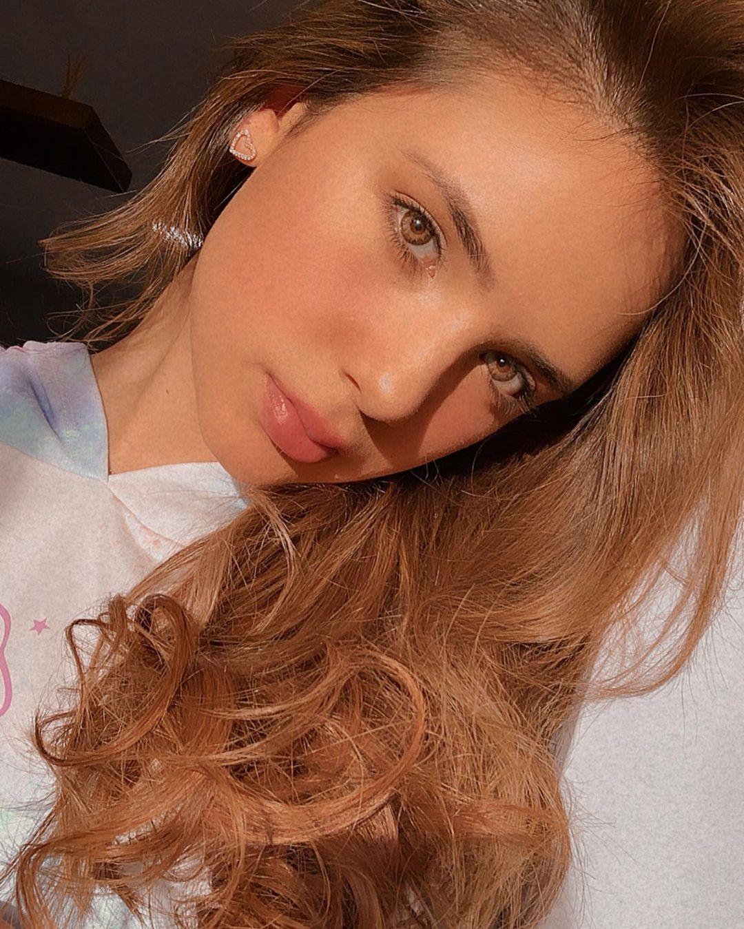 Anabel-Ramirez-Wallpapers-Insta-Fit-Bio-2