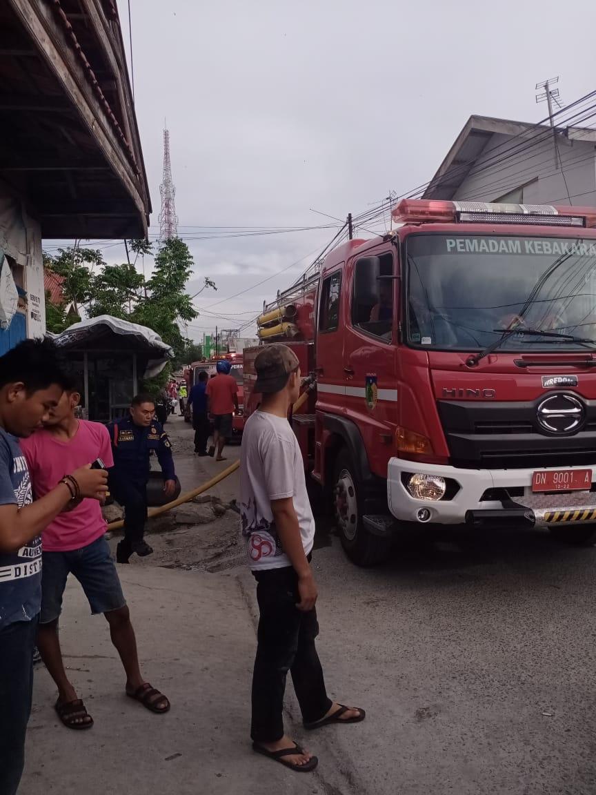 Rumah dan kos-kosan milik warga terbakar di Jalan Sungai Wera, Kelurahan Ujuna, Kecamatan Palu Barat, Kota Palu, Kamis (16/1/2020) pukul 07.30 WITA.