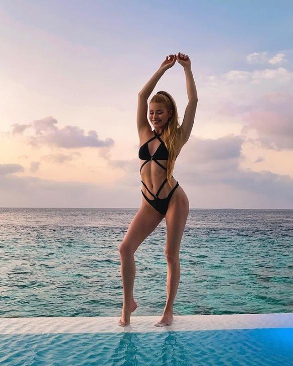 一起來鍛煉德國健身女神PamelaReif陪你在家做運動-1