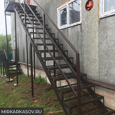Изготовление лестниц на заказ в Москве
