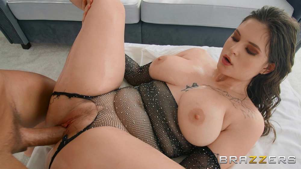 Taylee Wood, Christian Clay – Taylee Wood Loves A Big Cock – Brazzers Exxtra – Brazzers
