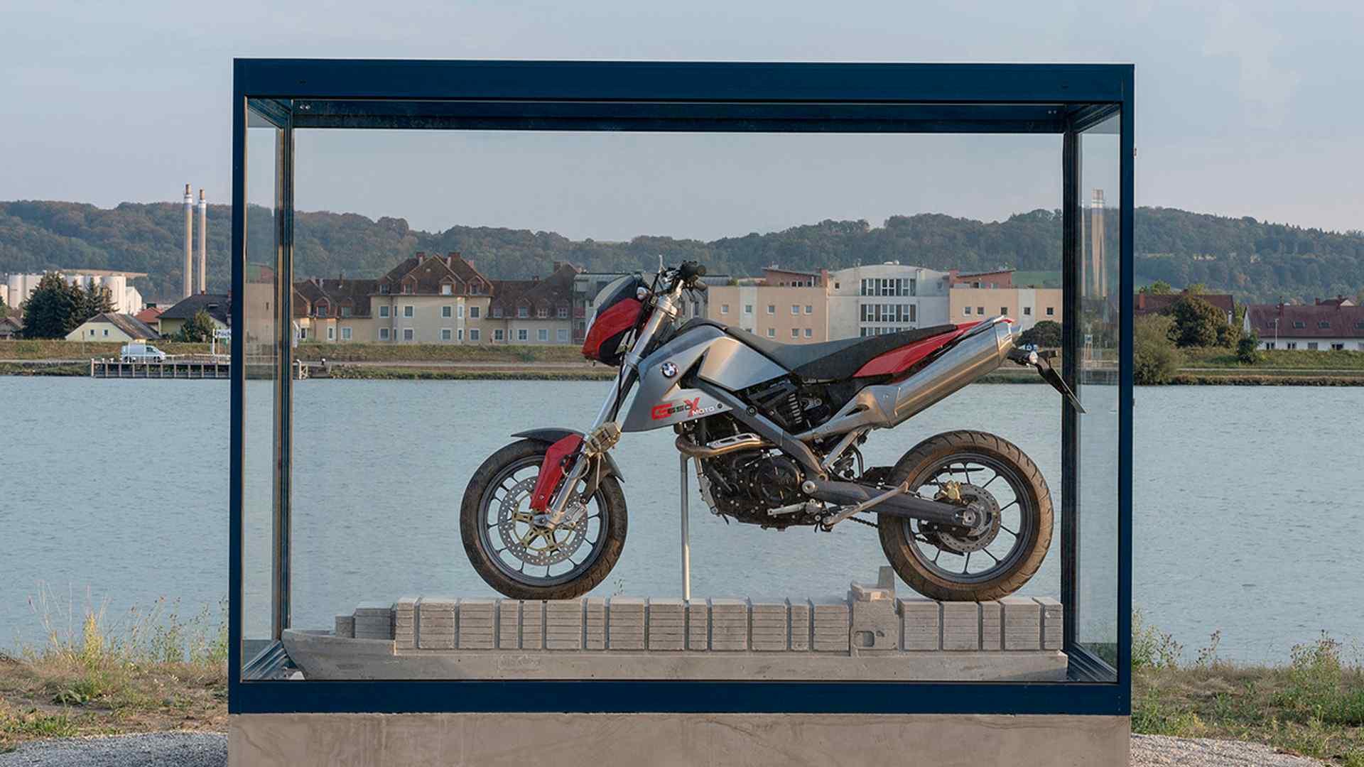 bmw-g650x-art-installation-1