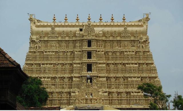 Sree-Padmanabhaswamy-Temple.jpg