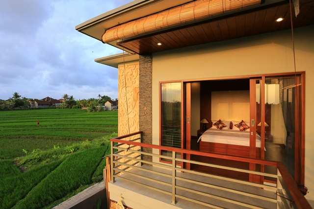 VILLA WITH RICE FIELD & MOUNTAINS VIEW 10 MINUTES TO ECHO BEACH CANGGU - BALI