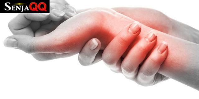 9 Penyebab Benjolan di Pergelangan Tangan yang Perlu Diwaspadai