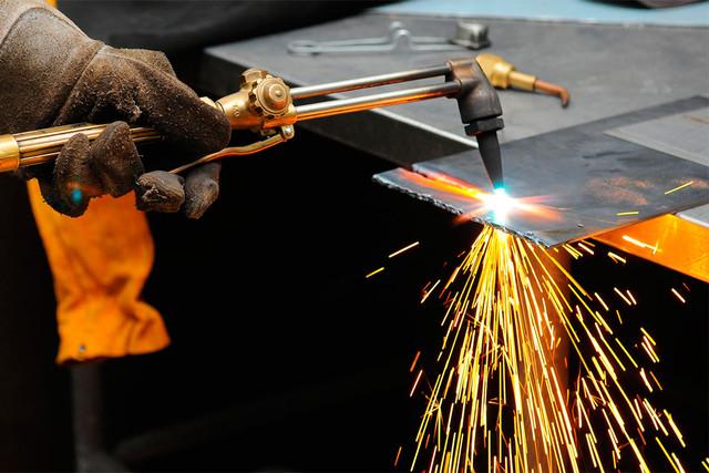 Резка металлических конструкций газом