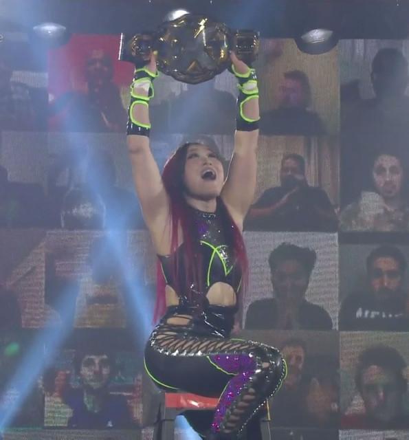 Io Shirai venció a Candice LeRae
