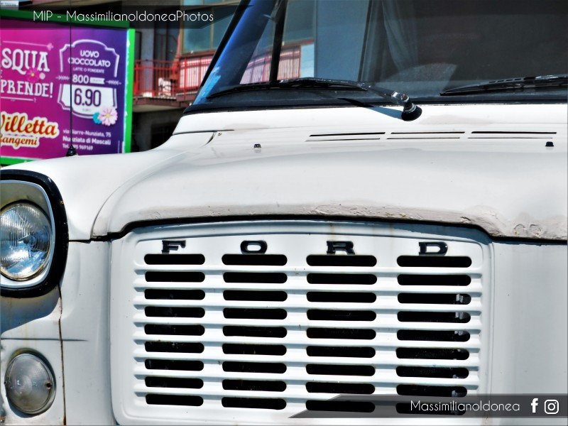 Veicoli commerciali e mezzi pesanti d'epoca o rari circolanti - Pagina 9 Ford-Transit-Camper-D-2-4-63cv-75-VT135405-290-336-7-5-2018-4