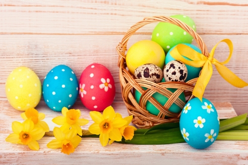 Holidays-Easter-Daffodils-Wood-planks-Eggs-Wicker-518326-4493x2995