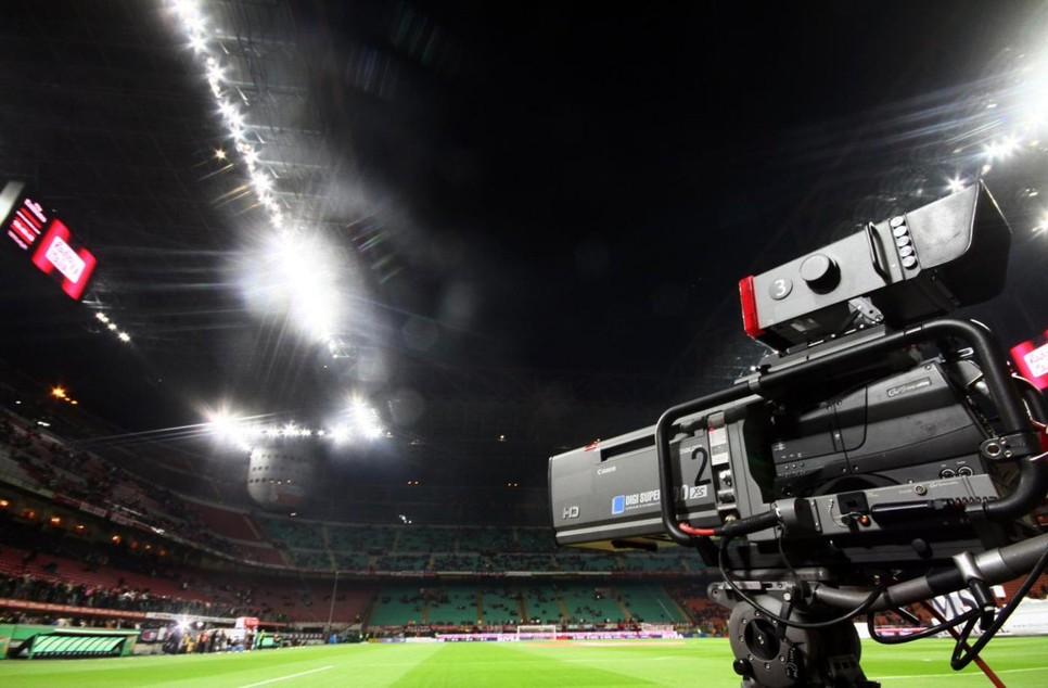 ROJADIRECTA Cagliari-Sampdoria Streaming Benevento-Spezia Gratis: dove vedere Partite Oggi. Domani Lazio-Juventus in DIretta TV.