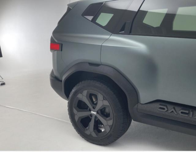 2021 - [Dacia] Bigster Concept - Page 2 30-E7-AC09-53-AF-46-A5-AD72-D3-B64-C0-C6-AD4