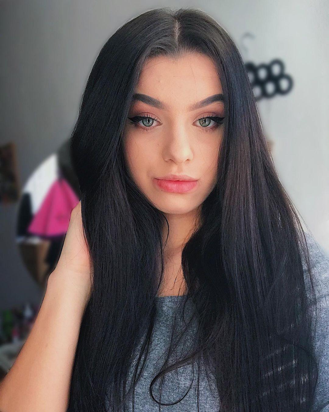 Laurencikova-Laura-Wallpapers-Insta-Fit-Bio-Laura-Laurencikova-Wallpapers-Insta-Fit-Bio-10