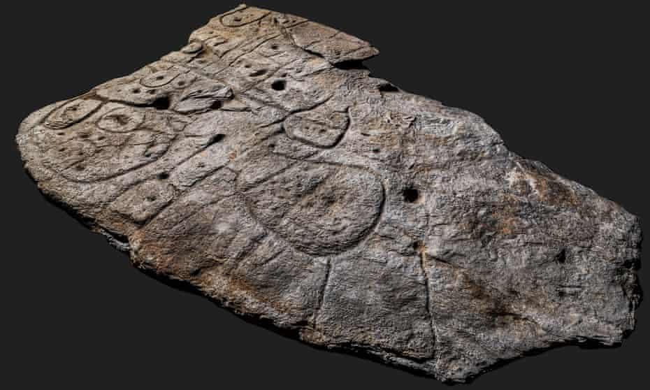 UZ 80 POSTOTNU TAČNOST! Izrezbarena ploča iz brončanog doba najstarija je karta u Europi