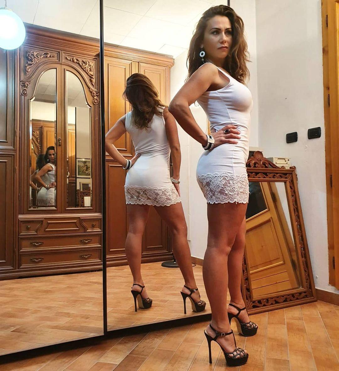 Francesca-Nerina-Wallpapers-Insta-Fit-Bio-1