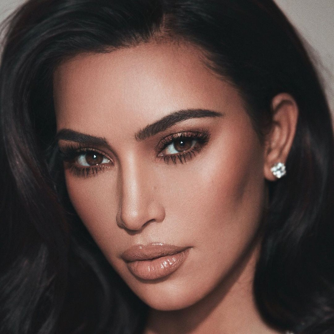 Kim-Kardashian-Wallpapers-Insta-Fit-Bio-2
