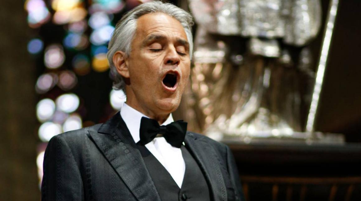 """Andrea Bocelli """"umiliato e offeso"""" dal lockdown, dubita la gravità del COVID-19: su Twitter esplode #BocelliVergognati."""