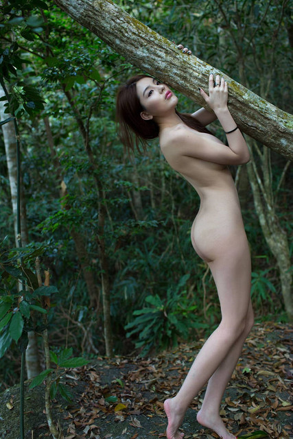 Foto Bugil ABG Pramuka Tersesat di Hutan (2)