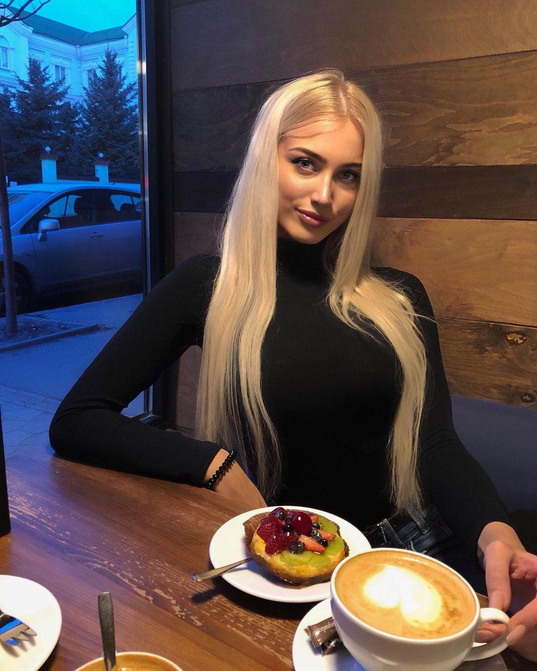 Anastasia-Babich-Wallpapers-Insta-Fit-Bio-2