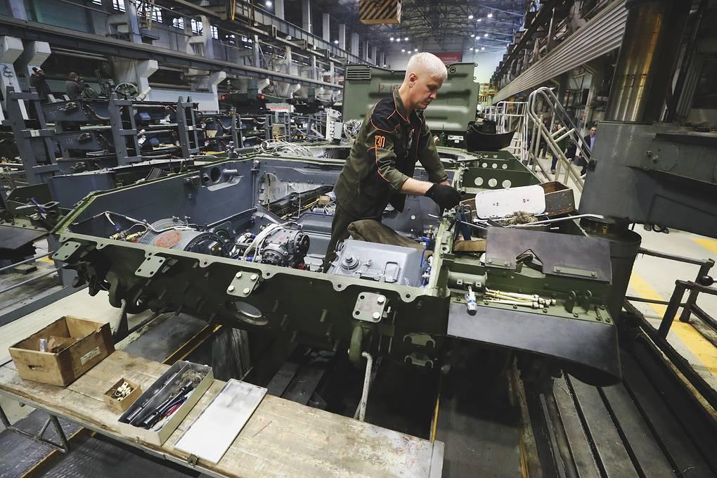 Срок — девять месяцев: как происходит второе рождение танков в цехах 003