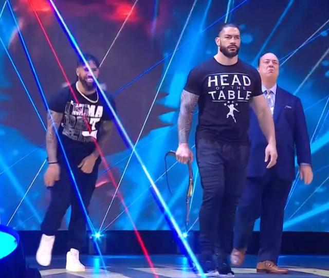 Roman Reigns, Paul Heyman y Jey Uso SmackDown 5 Febrero