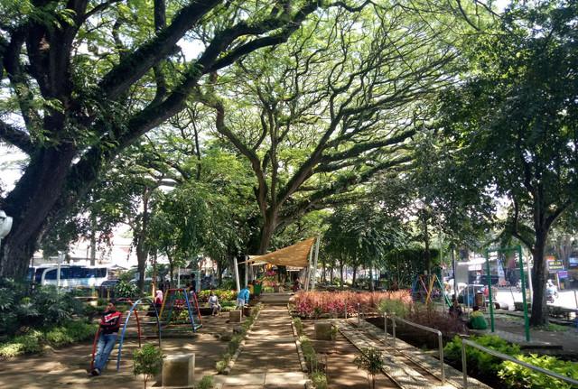 Taman Trunojoyo, Taman Yang Akan Membuat Kalian Pintar