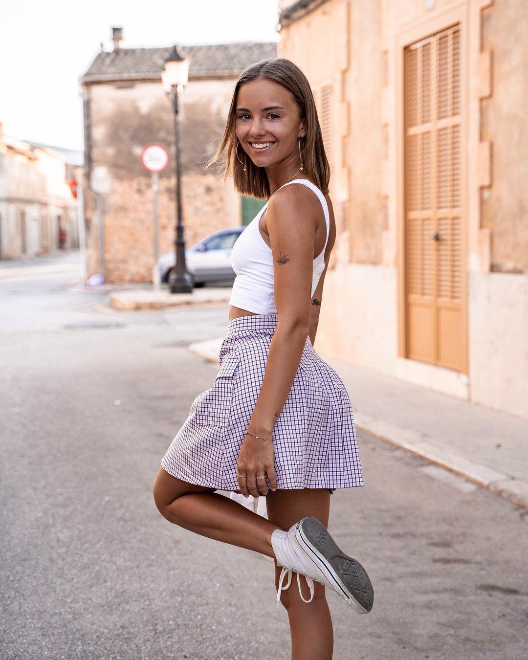 Hannah-Carolina-Wallpapers-Insta-Fit-Bio-15