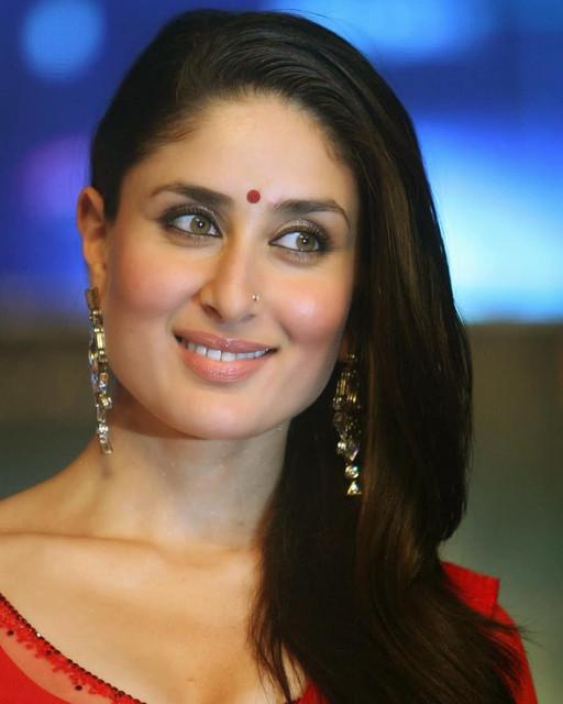 [Image: red-hot-kareena-kapoor-shows-her-hot-cur...saree9.jpg]