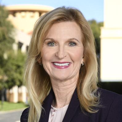 Bob Chapek nommé CEO de Disney, Bob Iger devient Executive Chairman - Page 2 Jill-Estorino