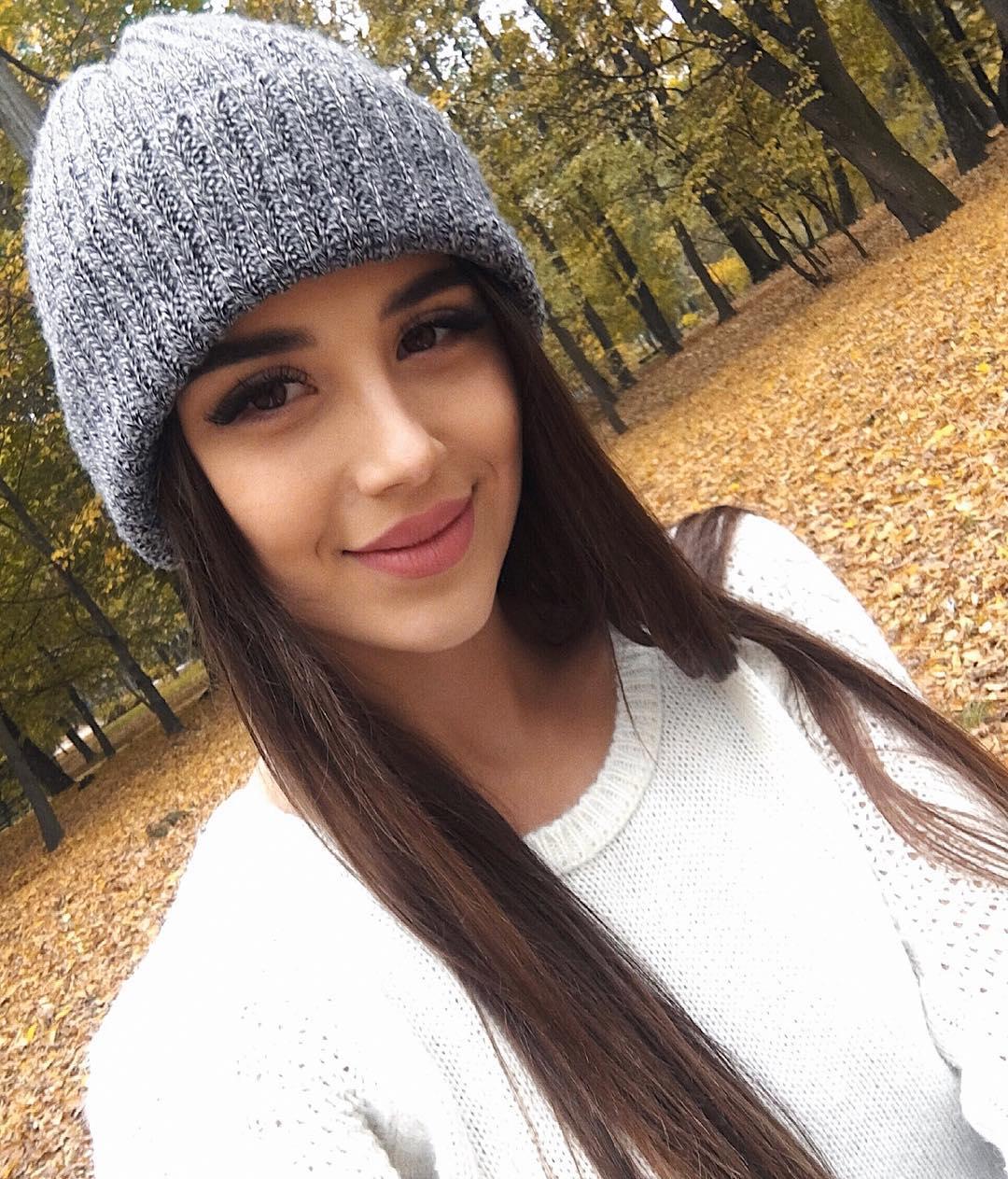 Olesia-Shevchuk-Wallpapers-Insta-Fit-Bio-7