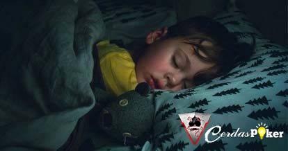 Beri Banyak Manfaat, Biasakan Anak Tidur dalam Gelap Yuk!