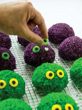 Sambut Halloween Dengan Membuat Hidangan Bola Salju Monster