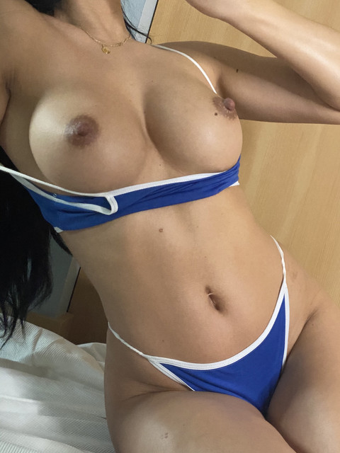 Baby-Girl-Glo-Only-Fans-2021-01-04-2001368835-would-you-fuck-me-every-morning