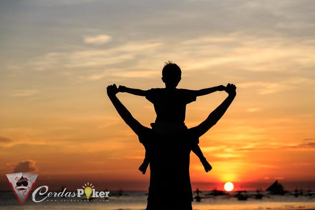 Setiap Tetesan Keringat Ayah Menjadi Air Susu yang Membesarkanmu