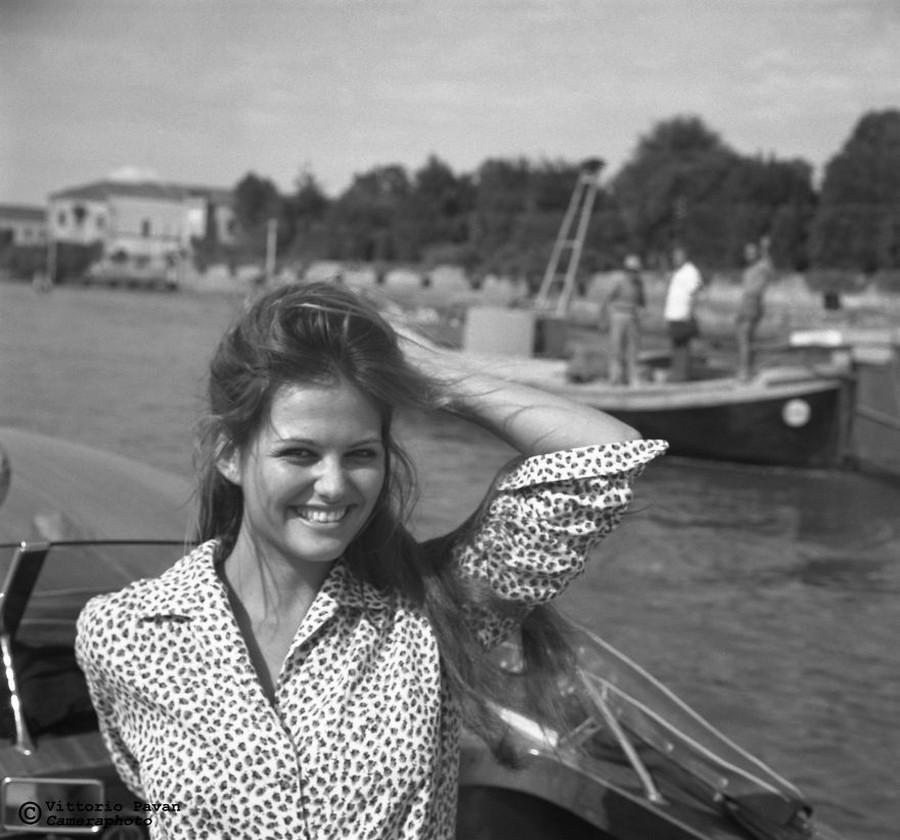 Редкие фотографии известных людей, отдыхающих в Венеции в 1950-60-е годы 17