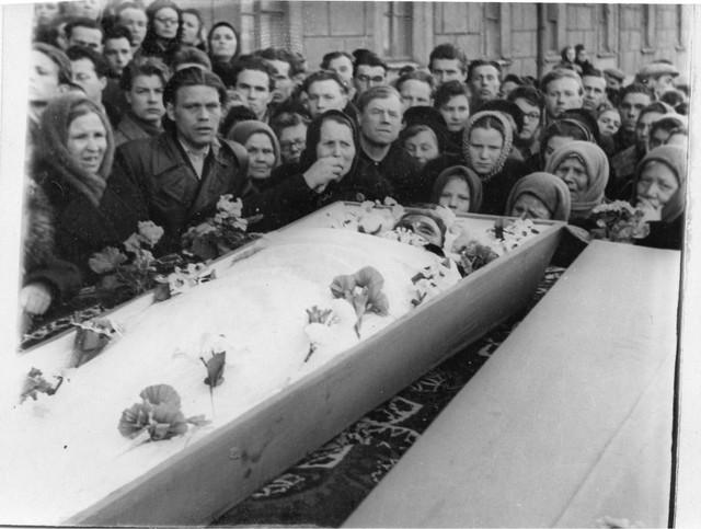 Dyatlov pass funerals 9 march 1959 37.jpg