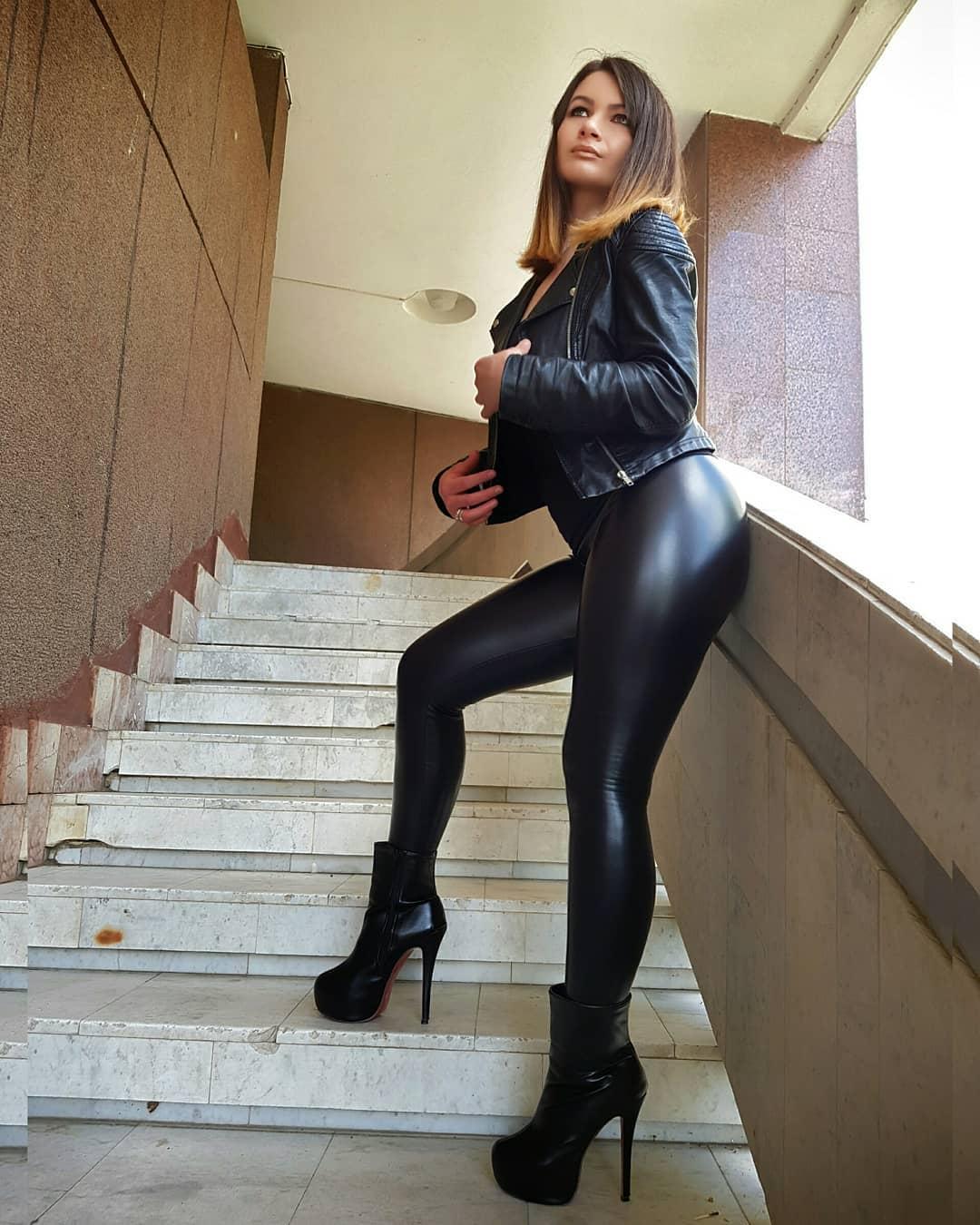 Olga-Madych-Wallpapers-Insta-Fit-Bio-11