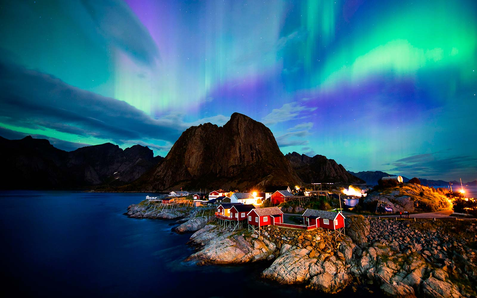 https://i.ibb.co/vqp7H8K/Northern-lights-aurora-borealis-illuminate-the-sky-over-Reinfjorden-in-Reine-on-Lofoten-Islands-Arct.jpg