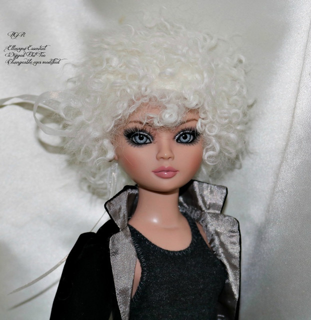 Ello-Essential-Wigged-Out-Too-changeable-eyes-Renae-0094