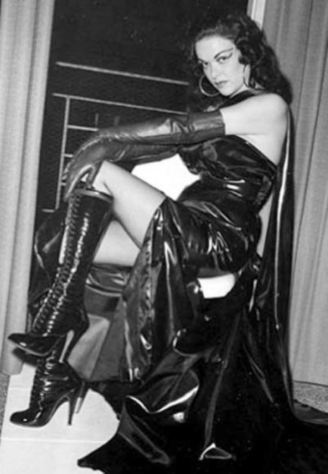 female-domination-vintage-photograph-aw-465-672-int
